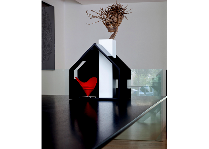 house of flowers - vase in black&white corian - 30x30x40cm